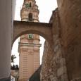Esta calle toma su nombre de la Torralba, mujer de un bandolero, el Torralbo. Dice la leyenda que mató a numerosos soldados de Napoléon tras emborracharlos.