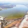 Se trata de una laguna de agua salada donde se reproduce el flamenco común, por lo que es una zona protegida y parte de ella, reserva natural.