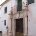 Situado en lo que fue la cárcel de Estepa, el Museo Arqueológico Padre Martín Recio acoge piezas desde el Paleolítico hasta la Edad Media.