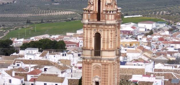 Esta gran torre de 40 metros de altura fue levantada entre 1760 y 1766 como parte de la iglesia del antiguo Convento de la Victoria de Estepa (Sevilla), en el que desarrollaba su actividad desde 1562 la Orden de los Padres Mínimos de San Francisco de Paula.
