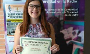 La estepeña Ángela Cáceres recibe el premio de Aula Abierta al Valor Literario