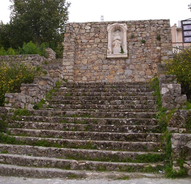 Subida desde la Virgencita frente a la Torre de la Victoria en Estepa